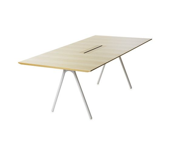 Individual desks | Desks-Workstations | Camelot | Gärsnäs. Check it out on Architonic