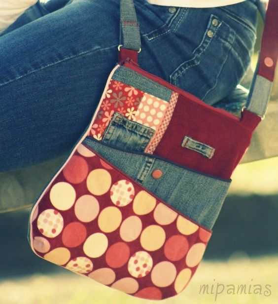 a smart little purse from old jeans