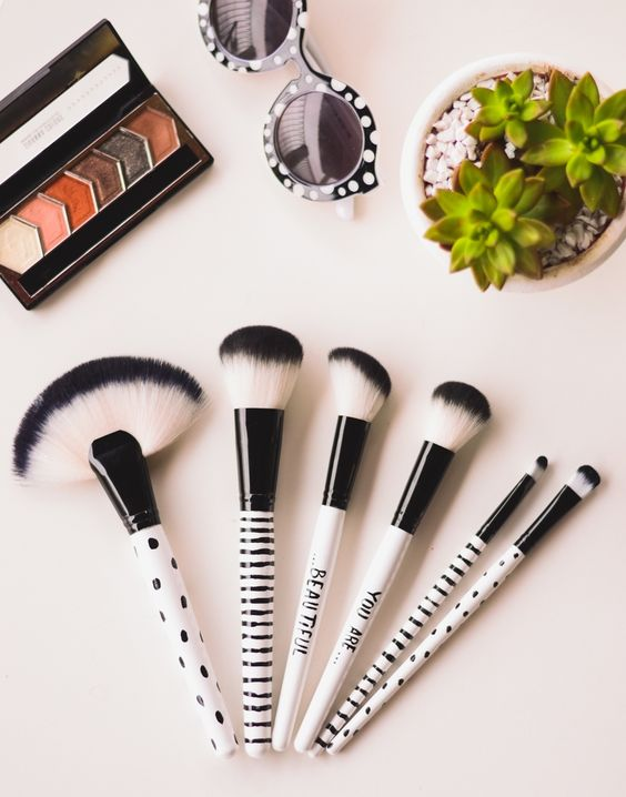 Finding the best cheap makeup brushes are hard to come by, which is why we put together 20 brushes for under 20 dollars!
