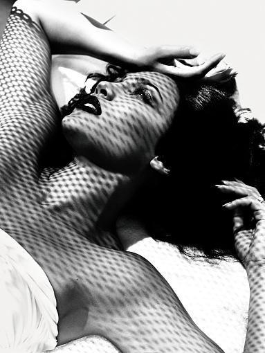 Erotik mithilfe von Nacktheit stand aber nicht immer im Fokus. Diesen Aspekt zeigt beispielhaft der Kalender von 2006: Hier sieht man das Februar-Foto, das sich deutlich von dem ...