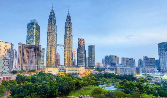 Torres Petronas Kuala Lumpur, Malásia Atualmente lideram o ranking das torres gémeas mais altas do mundo, com osseus 452 metros em 88 andares e ocupam a quinta posição de altura entre todosos arranha-céus. Mas não se ficam por aqui: a ponte que liga as duas torres étambém a mais alta, no 41º andar. Desaconselhado a […]