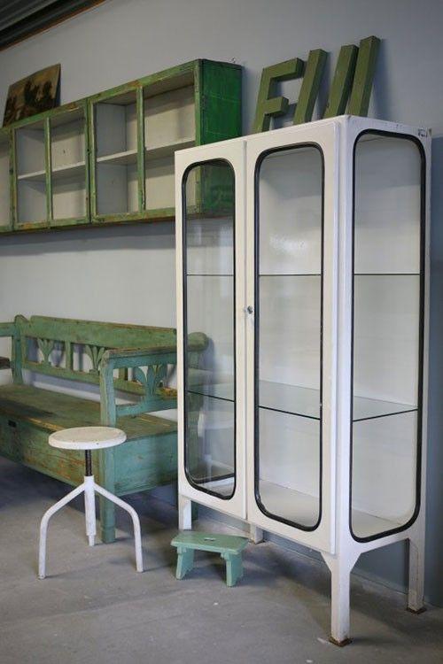 Apothekers vitrinekast -