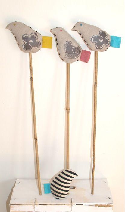 """Los """"Piu"""" decorativos de """"Les volutes de Laura"""", en tela natural y bambú"""