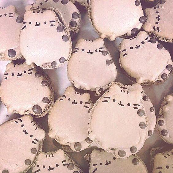 Pusheen macarons!? How cute! thanks for sharing @meowparlour #pusheen #cookies