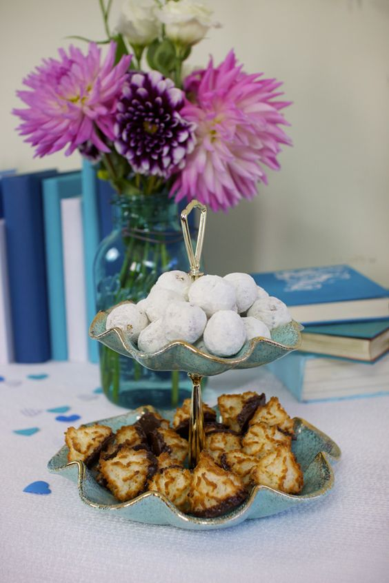 Yummy tea cookies and macaroons! #showergoodies #bridalshowermenu