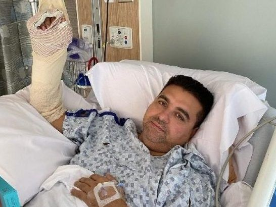 Cake Boss Star Recounts Horrific Hand Injury It Blew Out Half My Hand Eagles Vine In 2020 Buddy Valastro Cake Boss Buddy Cake Boss