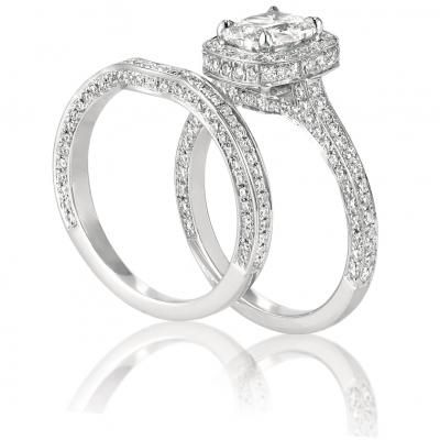This Henri Daussi wedding set goes to show you that a girl really can never have enough sparkle! CMK_AMK <3CapriJewelers