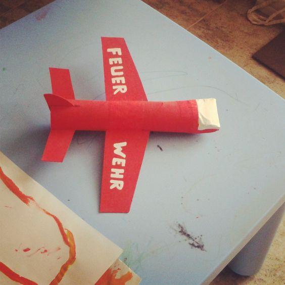 DIY flugzeug mit papierrollen / avión con rollos de papel / plane of toilet paper rolls