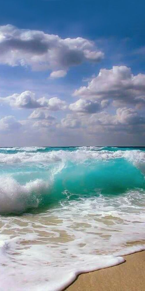 This Is An Angry Ocean Showing Its Power And Might Still Mesmerizing Oceanbeachpictures Beachoceanpictures Ocean Pictures Ocean Photography Ocean Waves