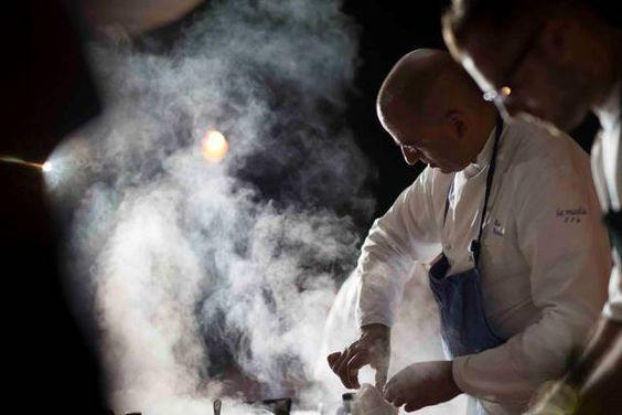Lo #chef proporrà agli #ospiti sei #piatti, alcuni di questi sono inediti e presentati per la prima volta. In abbinamento i #vini della #cantina #Milazzo. #cena #palermo