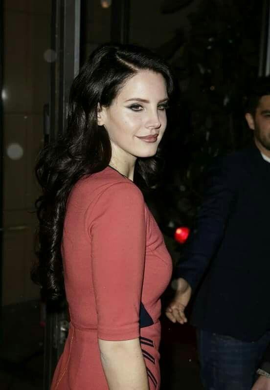 Lana Del Rey Dark Brown Curled Hair Wearing A Red Dress Lana Del Rey Brown Curls Hair Wear