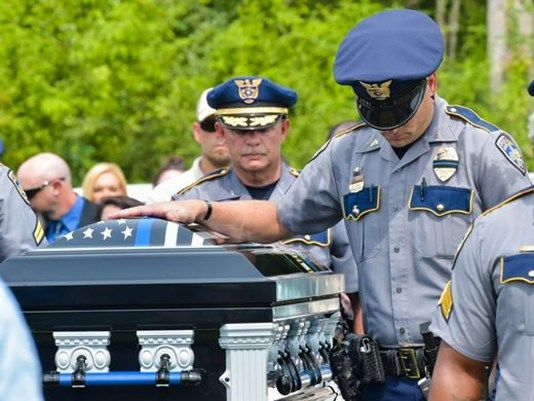 Hundreds Of Law Enforcement Officers From Around The Country Attend Funeral Of Baton Rouge Police Off Baton Rouge Police Fallen Officer Law Enforcement Officer