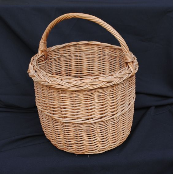 Vintage or Retro French Wicker Shopping Basket For Sale at www.theoriginalfrenchfurniturecompany.com