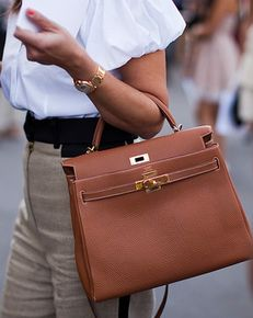 Hermès Kelly with khaki pants and white blouse. Classic love