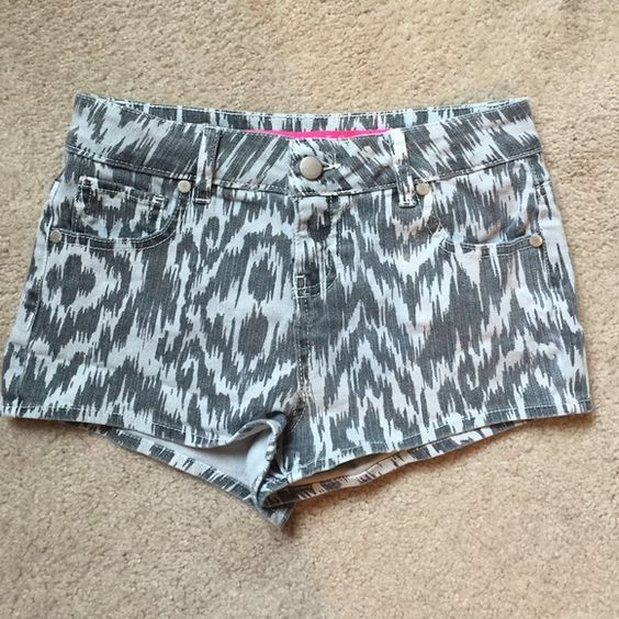 High waisted size 2 shorts Super cute Aztec design, from Charlotte Russe!  Size 2! TAGGED AS FP FOR VIEWS!!!! Free People Jeans