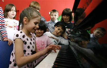 Orphan children play music at an orphanage in the southern Russian city of Rostov-on-Don, December 19, 2012. REUTERS/Vladimir Konstantinov