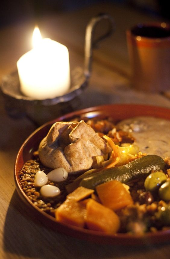 Olde hansa, medieval, tallinn - meal - bread, vegetables, pickles, beans..