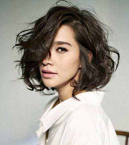 The Lovely and Charming Messy Short Wavy Hair