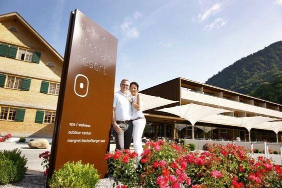 Detox yourself im Sonne Lifestyle Resort • Bregenzerwald • Den Alltag loslassen, entspannen,  vielleicht ein wenig Sport treiben, so sollte  ein Urlaub sein,  um sich für die Aufgaben des Alltags zu stärken. Im Sonne Lifestyle Resort im Bregenzerwald kann man vielleicht noch etwas mehr tun:  Das Sonne Lifestyle Resort in Mellau im Bregenzerwald ist das erste Hotel, welches das inzwischen renommierte Detox Delight Konzept der Münchnerin Astrid Purzer seinen Gästen anbietet.