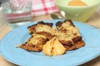 Blumenkohl-Käsesticks mit pikanter Auberginencreme