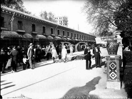 Madrid, 1920 (CA.). La casa de fieras del Retiro en una fotografía del primer cuarto del siglo XX.