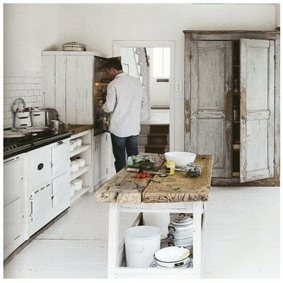 White country kitchen; beautiful!
