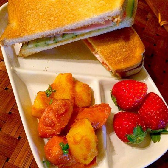 早起きして大掃除の合間に志野さんのカリーヴルストdeランチ美味しい素敵レシピありがとうございます❗️ さぁ後半頑張ろうヽ(´∀`)ノ - 54件のもぐもぐ - 1125shino's Currywurst志野さんのカリーヴルストdeランチ by Ami