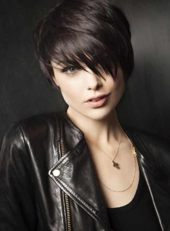 Awe Inspiring Short Hairstyles Round Faces And Hair Round Faces On Pinterest Short Hairstyles Gunalazisus
