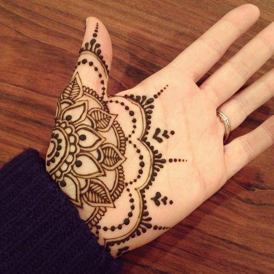 Henna on hand | flowery pattern