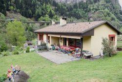 Faido: 3.5 Zimmer Einfamilienhaus mit schönem Garten und Studio