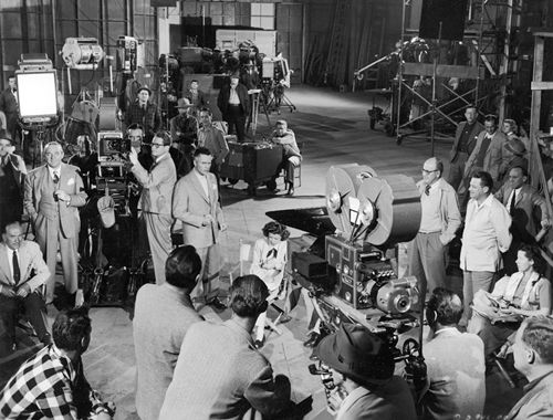 film industry in 1930s 1930s is defined by many scholars as the golden age of hollywood film  industry in this period has witnessed the great depression, the coming of sound,  and.