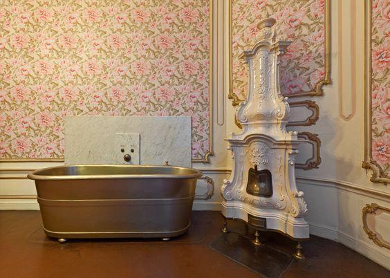 Badezimmer - http://www.hofburg-wien.at/wissenswertes/kaiserappartements/rundgang-durch-die-kaiserappartements/badezimmer-und-toilette.html