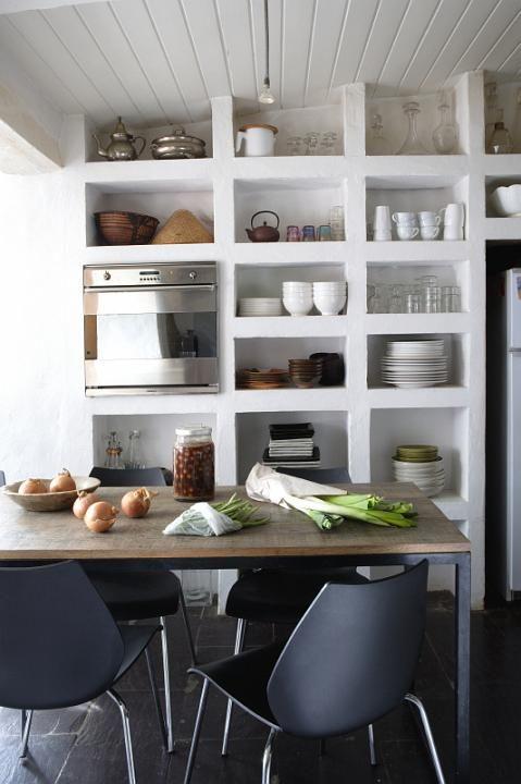 Estante aberta na cozinha