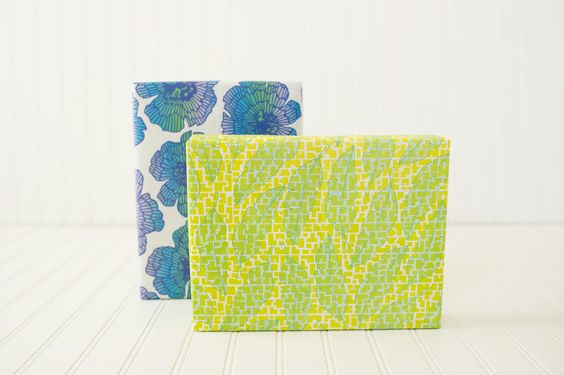 Tropical color-pop! Banana leaves and monster flowers in irritable blues have us dreaming of summer.