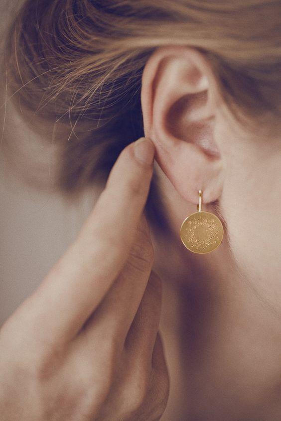 Vergoldete Ohrringe - Runde Punkte-Ohrhänger aus Silber, vergoldet - ein Designerstück von Christina-Pauls bei DaWanda