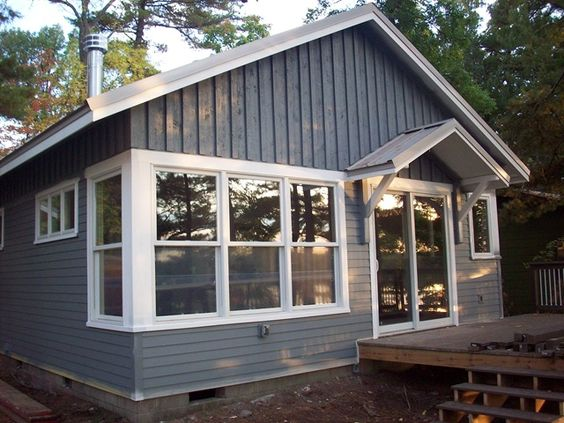 Vertical upper horizontal bottom exterior home ideas for Cottage siding ideas