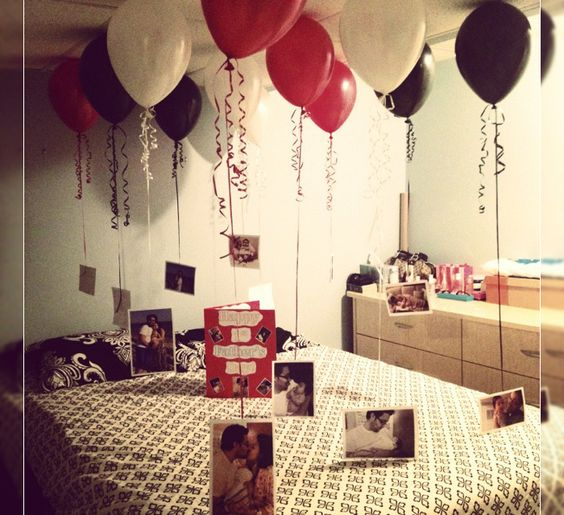 balões com fotos do casal para decorar o quarto no dia dos namorados:
