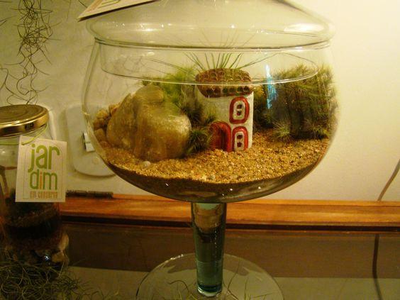 Terrário em vidro de decoração feito com musgos - Jardim em Conserva