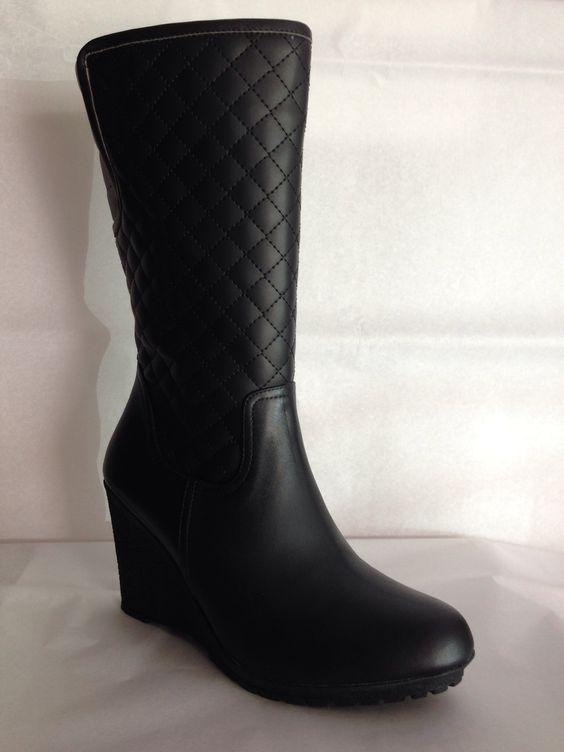 Elegante bota capitonada en piel negra tacón puente $1297.00 del 2 al 7 una belleza y comodidad