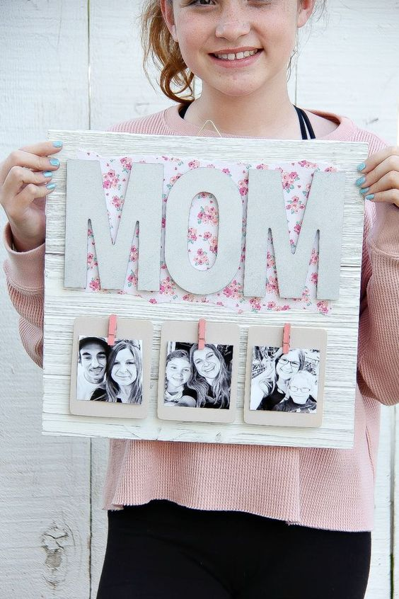 Creative Mother's Day Gift - DIY Pallet Picture Frame #mothersday #diygift #diypictureframe