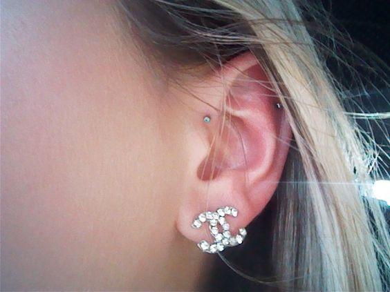 Dainty forward helix piercing