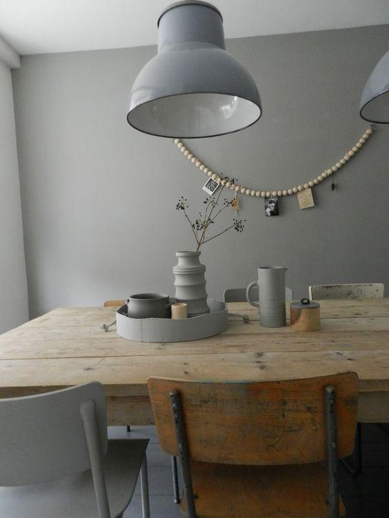 mooie houten eettafel gecombineerd met verschillende stoelen en 2 stoere lampen eethoek. Black Bedroom Furniture Sets. Home Design Ideas