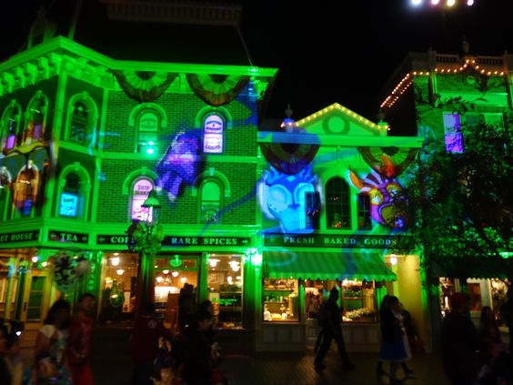 Mickey's Halloween Party is back, and we have some tips and tricks to make the most of your experience at this popular annual event.