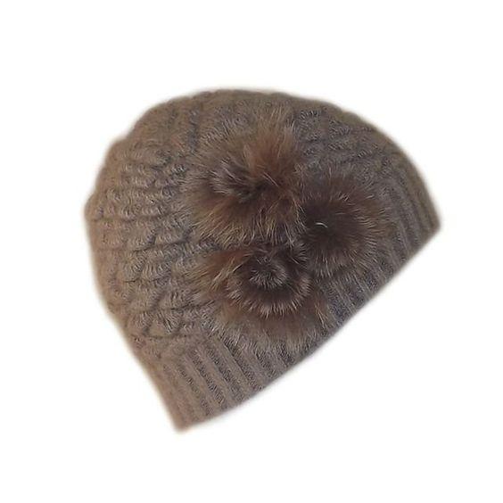 Bonnet angora taupe 3 pompons          Très beau bonnet en 80% angora avec ses trois pompons en poils doux et soyeux.    Taille: Unique    Matière: 80% angora et 20% nylon.    Couleur: taupe.          Paiement 100% sécurisé de votre bonnet .   Chaque bonnet est contrôlé avant l' expédition.    Bonnet expédié sous 24h/48h