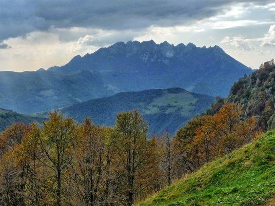 18 octobre 2009  Italy: Valsassina (Lecco): Mt. Resegone, from Piani di Artavaggio zone