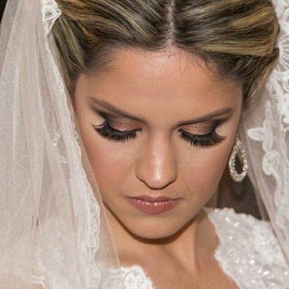 Nossa noiva linda @vanessaprovedel com brincos #mairabumachar #noivasmb #felicidades