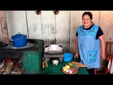 Caldo De Pollo De Mi Rancho A Tu Cocina Youtube Caldo De Pollo