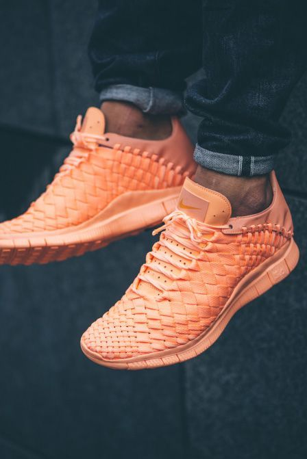 NIKE Free Inneva Woven Tech in Sunset