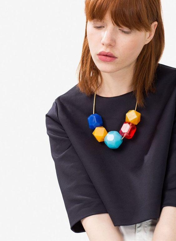 Pin for Later: Kennt ihr schon Zara's kleine Schwester-Marke namens Uterqüe?  Geometrische Halskette (85 €)