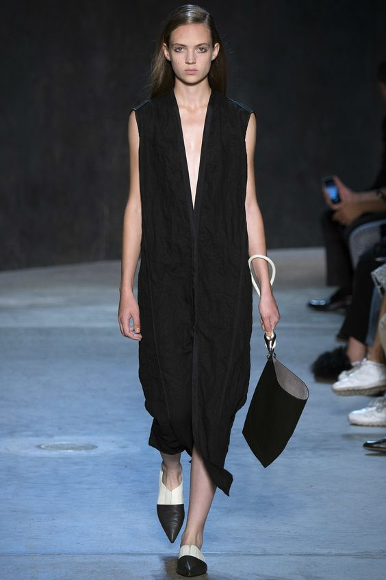 Narciso Rodriguez Spring 2017 Ready-to-Wear Fashion Show - Adrienne Jüliger